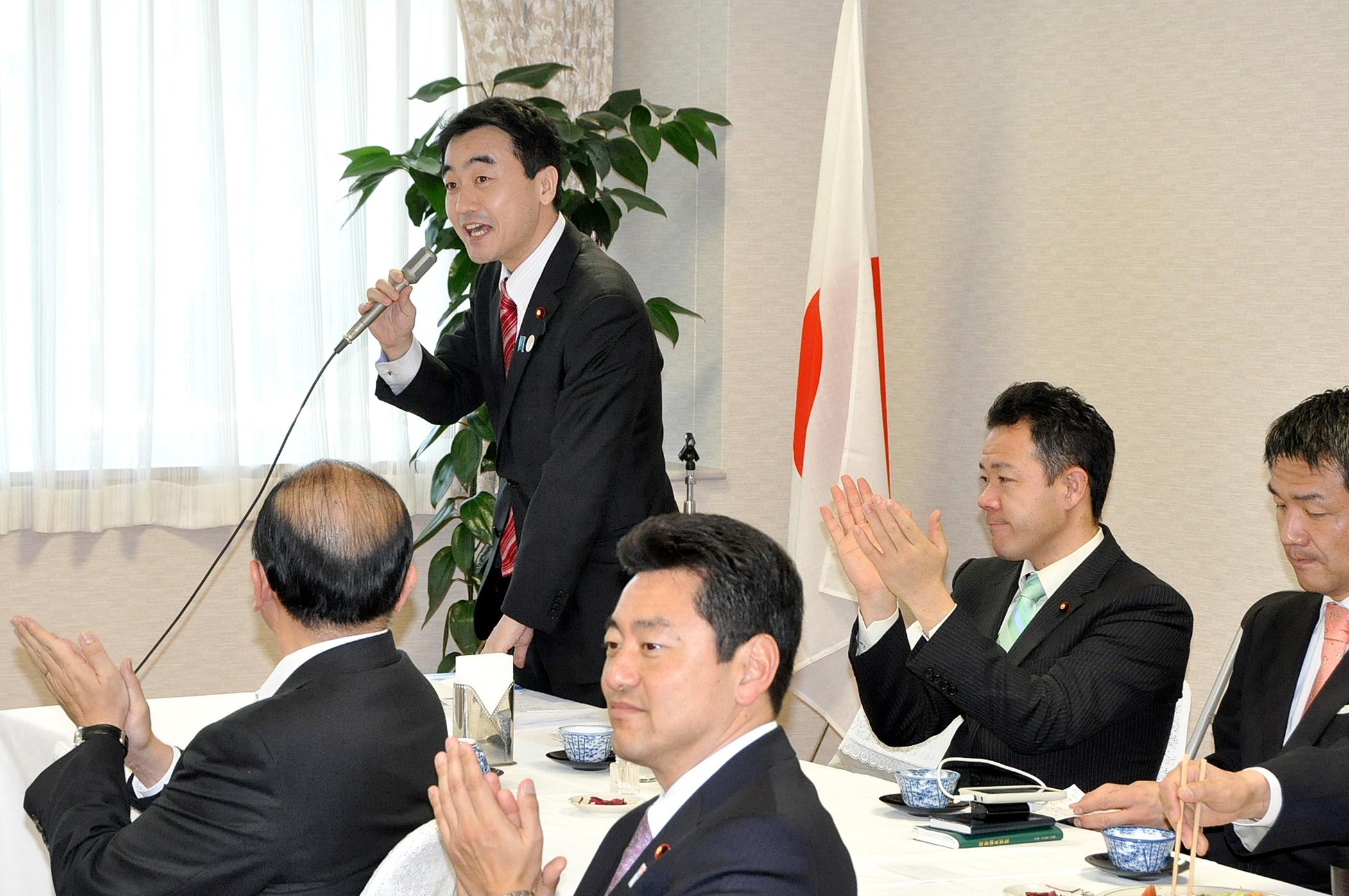 20130321町村派総会で司会
